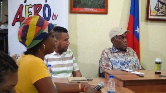 El equipo de Afro TV con el militante y actor estadunidense Danny Glover
